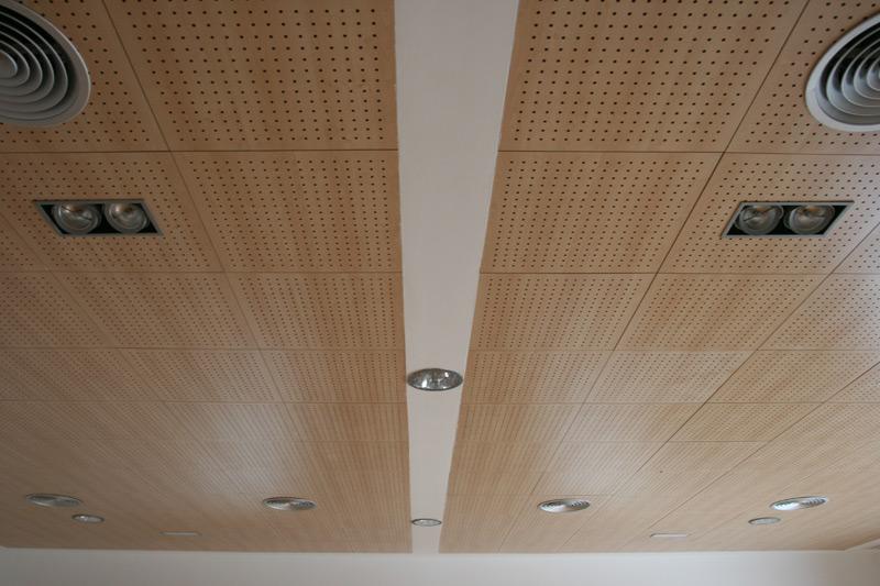 Falso techo madera awesome falso techo de lamellas pvc - Falsos techos decorativos ...